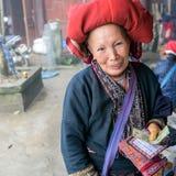 Femme rouge de Dao dans Sapa, Vietnam Image libre de droits