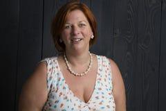 Femme rouge mûre de cheveux photographie stock