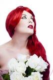 Femme rousse attirante, longtemps cheveu ondulé rouge Image stock