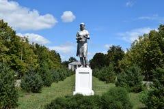 Femme rurale de monument en parc Photographie stock libre de droits