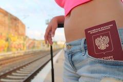 Femme russe à la station de transport Photo libre de droits