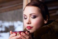 Femme russe dans un manteau Photographie stock libre de droits