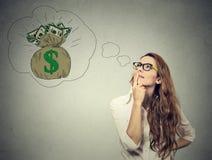 Femme rêvant du succès financier Images libres de droits