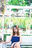 Femme sûre avec du charme de portrait belle photos stock