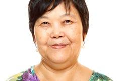 Femme 60s asiatique supérieure heureuse photo stock