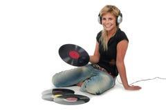 Femme s'asseyant avec des enregistrements de vinyle Photos libres de droits
