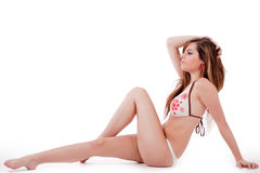 Femme s'asseyant dans le bikini Image libre de droits