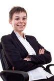 Femme s'asseyant sur la présidence de bureau Photos libres de droits