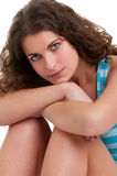 Femme s'asseyant sur le plancher Photographie stock libre de droits