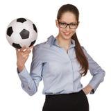 Femme sûre avec du ballon de football Photo stock