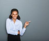 Femme sûre d'affaires dirigeant le doigt photos stock