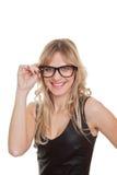 Femme sûre de sourire heureuse en verres image stock