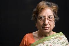 femme s'usant aîné de sari indien Images libres de droits