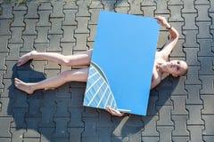 Femme sans des signes de vie Photographie stock