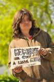 Femme sans foyer ayant besoin de l'aide Photo stock
