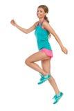 Femme sautante dans des vêtements de sports Images stock