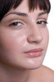 Femme se lavant le visage Image stock