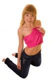 Femme se mettant à genoux sur l'étage Image stock