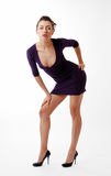 Femme se penchant plus de dans la robe maigre avec decollete Photos stock