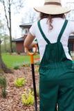 Femme se reposant après travail dans le jardin Photographie stock libre de droits