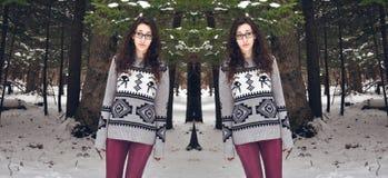 Femme se tenant en hiver Photographie stock libre de droits