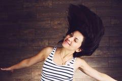 Femme secouant des cheveux Photo stock