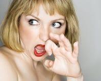 Femme semblant dégoûtée. Image libre de droits