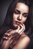 Femme sensible de portrait de charme de style de Vogue belle Photo stock