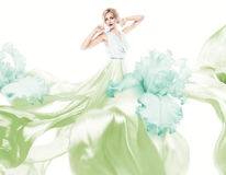 Femme sensuelle avec piloter la robe vert clair Photos libres de droits
