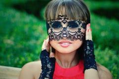 Femme sensuelle avec un voile de dentelle Image libre de droits