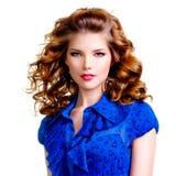 Femme sensuelle dans la robe bleue Photographie stock
