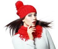 Femme sentant le vent froid Image stock