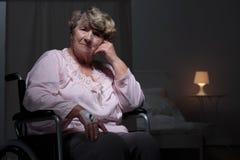 Femme seule dans la maison de repos Image libre de droits