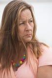 Femme seule triste réfléchie extérieure Image libre de droits
