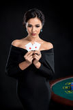 Femme sexy avec des cartes de tisonnier Photos stock