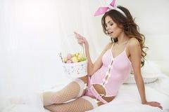 Femme sexy avec des oreilles de lapin Photographie stock libre de droits