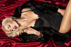 Femme sexy avec les cheveux blonds dans la lingerie Image stock
