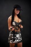 Femme sexy dans l'équipement militaire photographie stock libre de droits