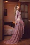 Femme sexy dans la robe transparente Photos stock