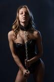 Femme sexy dans le corset en cuir avec le réseau Photographie stock libre de droits