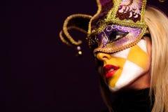Femme sexy dans le masque de réception image stock