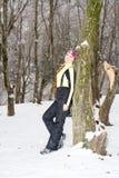 Femme sexy dans le procès de ski en hiver neigeux photo stock
