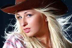 femme sexy de belle de cowboy verticale de chapeau Photos libres de droits