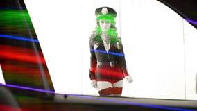 Femme sexy de danse de police banque de vidéos
