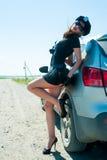 Femme sexy de police sur la route Images stock