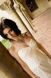 Femme sexy de tatouage dans la robe nuptiale Images stock