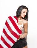 Femme sexy posant avec le grand drapeau des Etats-Unis Image libre de droits