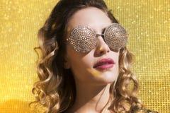 Femme sexy renversante de tête de discoball Photos libres de droits