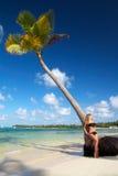 Femme sur la plage des Caraïbes Photographie stock