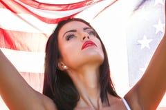 Femme sexy tenant le drapeau des Etats-Unis Photo libre de droits